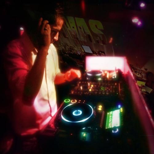 Alex Mora Enriquez's avatar