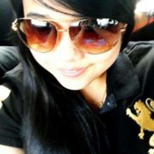 Alieya Alie's avatar