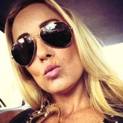 Luciana Muller's avatar