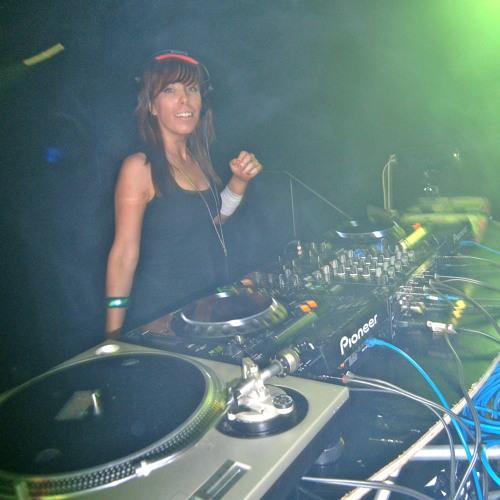 DJ Mixxie's avatar