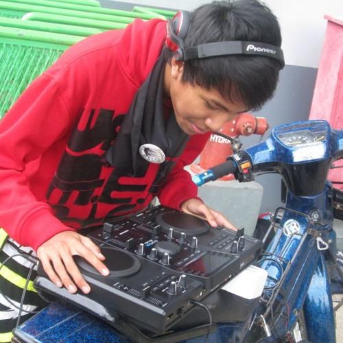 DJ Chakz 2's avatar