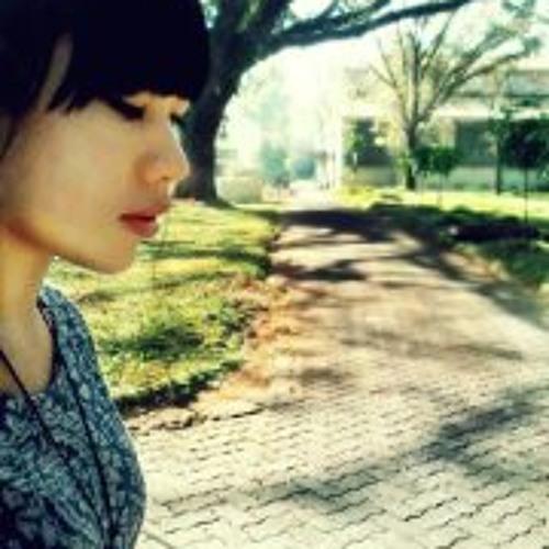 Rentania Julie's avatar