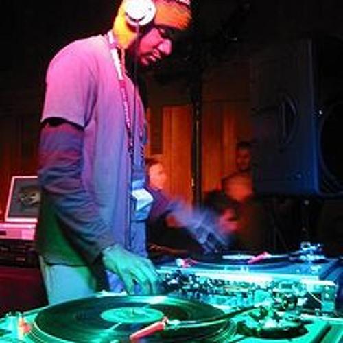 DJ Tom0's avatar