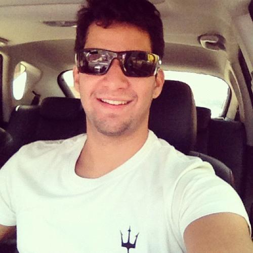 Renan Azevedo's avatar