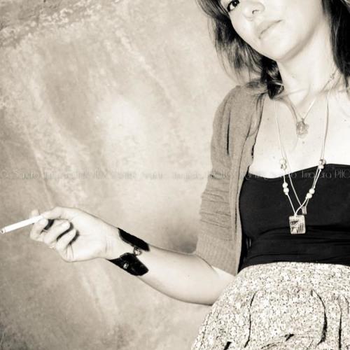 Kassya Telles's avatar