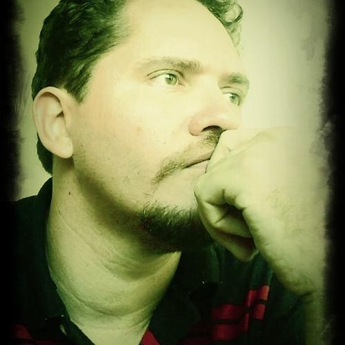 Tom Fernandes's avatar
