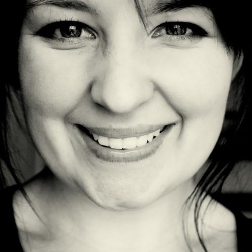 Ella Darcy's avatar