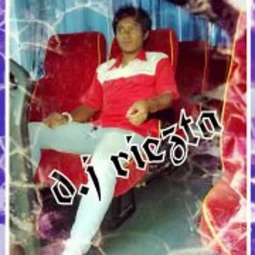 Itank Hariezta's avatar