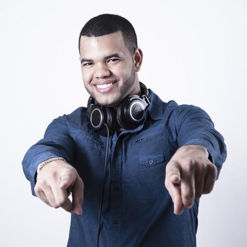 Djcharly100's avatar