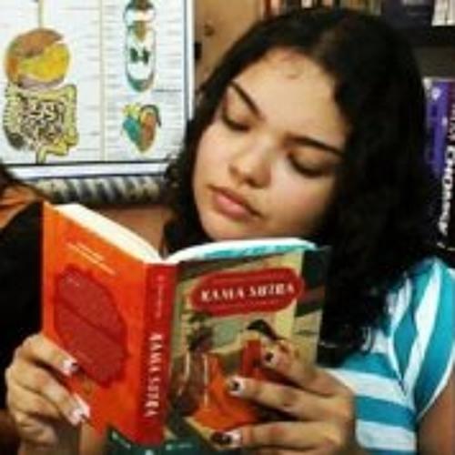 Livia Teixeira's avatar