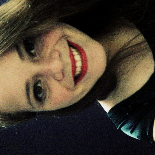 Cinthya Correia's avatar