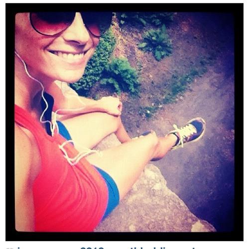 Laura Sclavunos's avatar