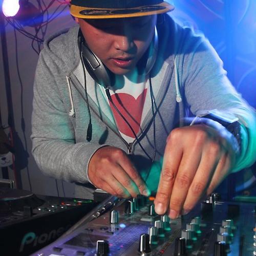 DJ THiCKNASTi's avatar