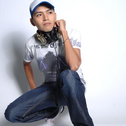 DjDamian Nares's avatar
