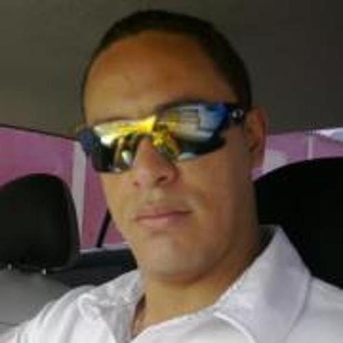 Alcides Leon's avatar
