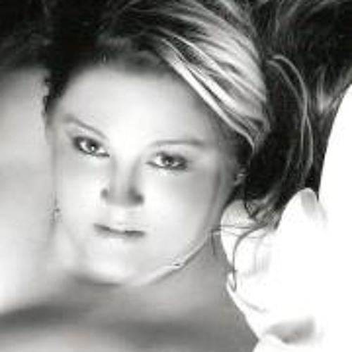 Rebecca Simmons 3's avatar