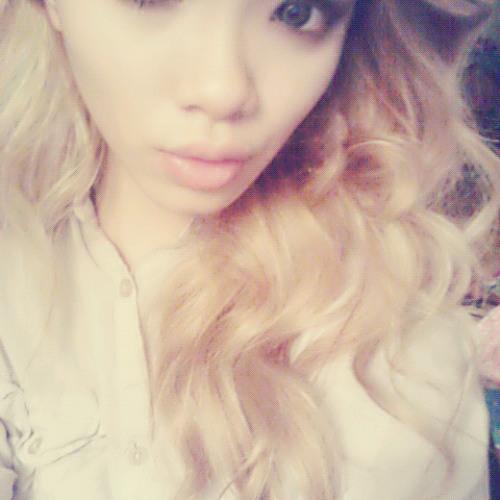 Daisy Duyen Dinh's avatar