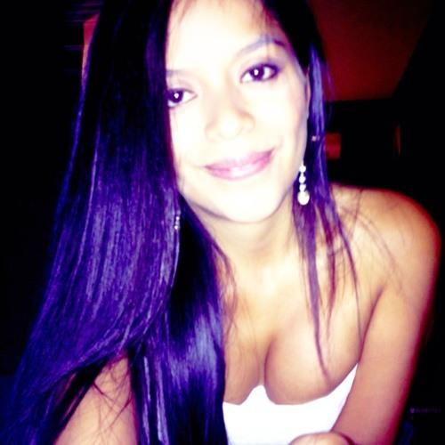 Flor Izaguirre's avatar