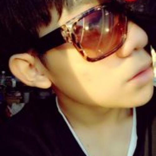 Edison Tee's avatar