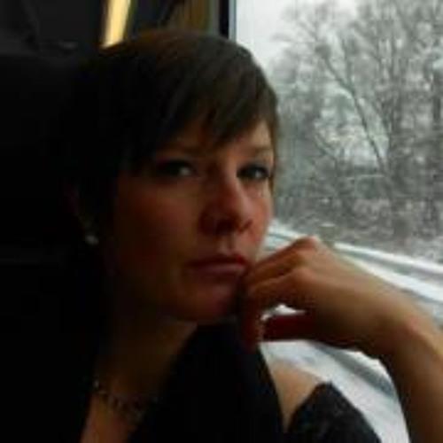 Anika Simon's avatar