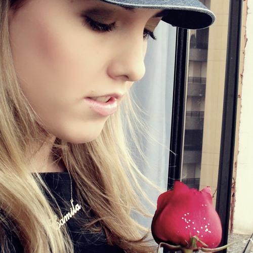 Camila Maiara's avatar