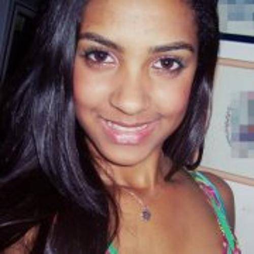 Julia Caires's avatar