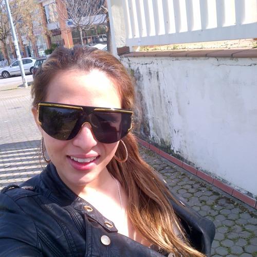 Vivi Villa's avatar
