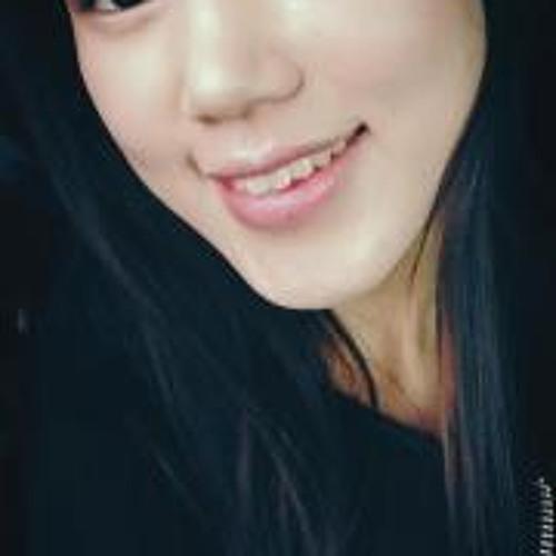 Seung-Joo Julie Lee's avatar