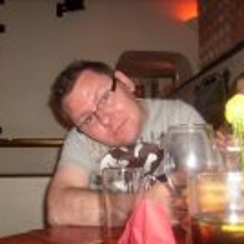 Lee Hutton 3's avatar