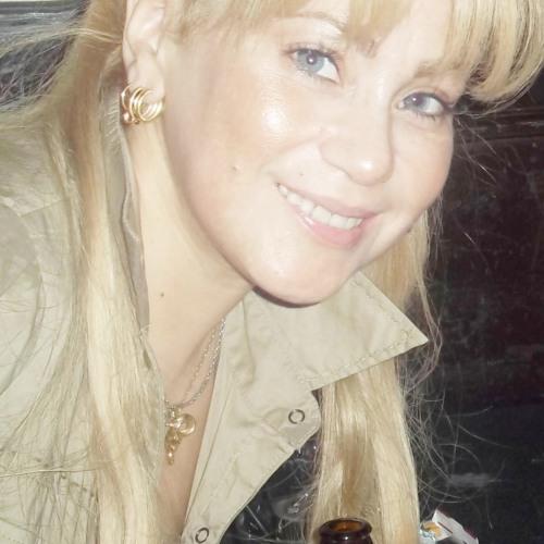 Roxanne ♛'s avatar