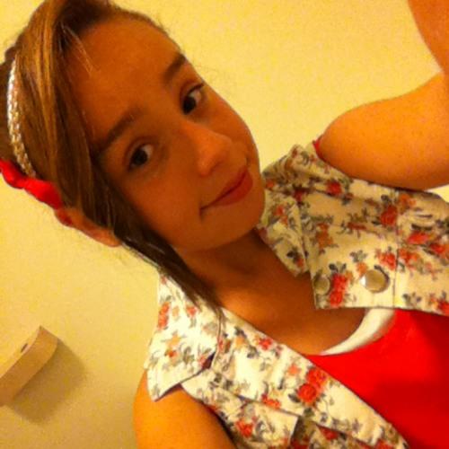 Emily :) <3's avatar