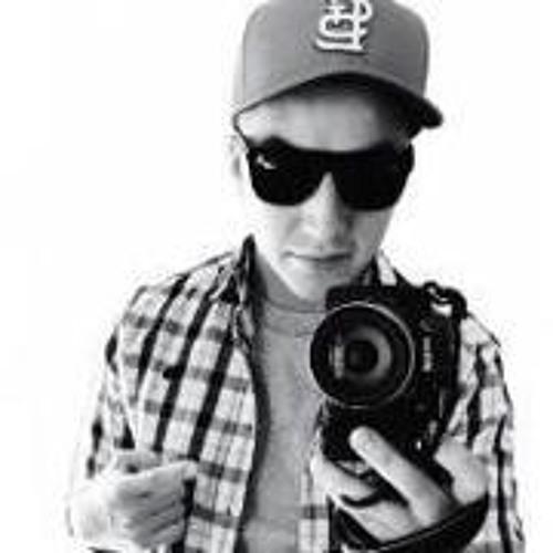 Emmanuel Llanos 1's avatar