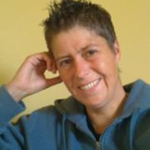Lynne Deakin's avatar
