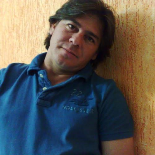 Fabio Lages's avatar