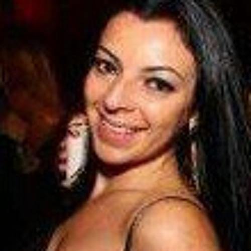 Luciana S's avatar