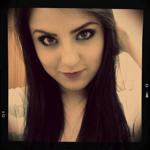 Adriana Lagos's avatar