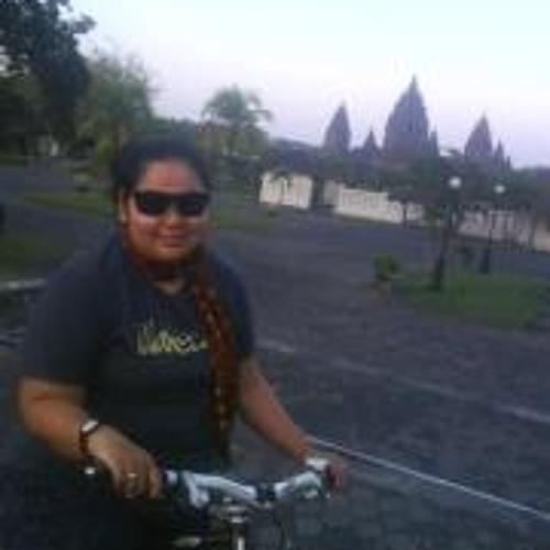 Titah Nur Rakhmi's avatar
