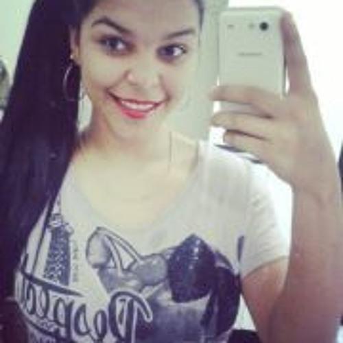 Carolinne Dias's avatar