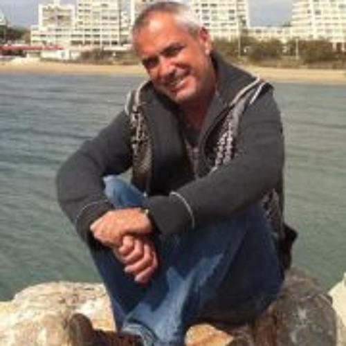 Julio Cayazzo's avatar