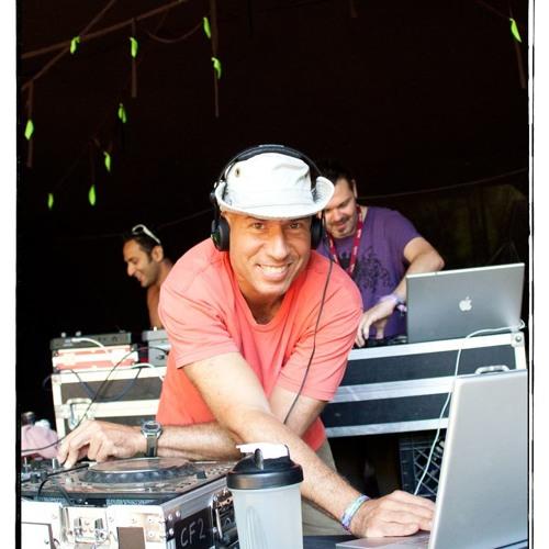 DJ Neerav's avatar