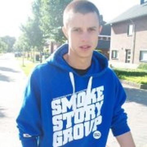 Patryk Ro's avatar