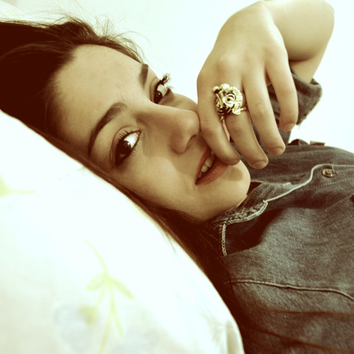 Larissa Vizoni's avatar