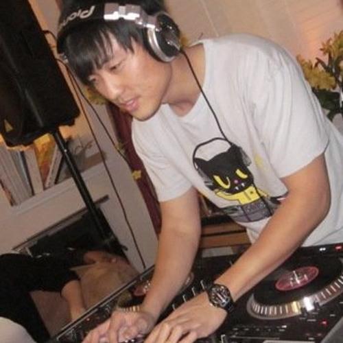 DJ Crowd Control's avatar