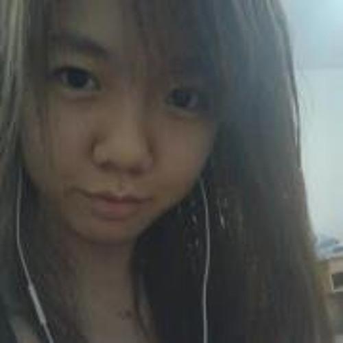 Victoria Tee's avatar