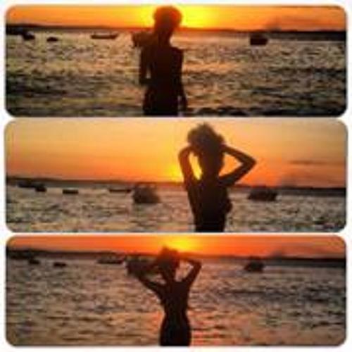 Ananda Mira's avatar