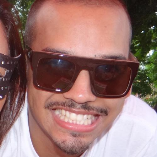 Estagio's avatar