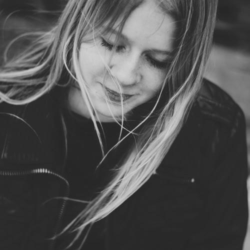 Emma Rose 11's avatar