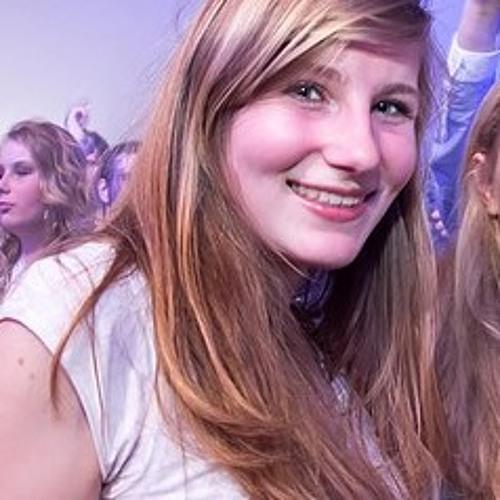 Nina de Vries's avatar