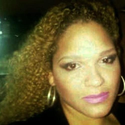 Indira Santana's avatar