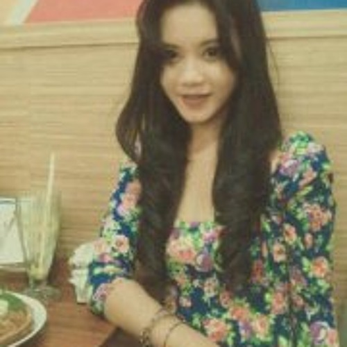 Nia Chairunnisa's avatar